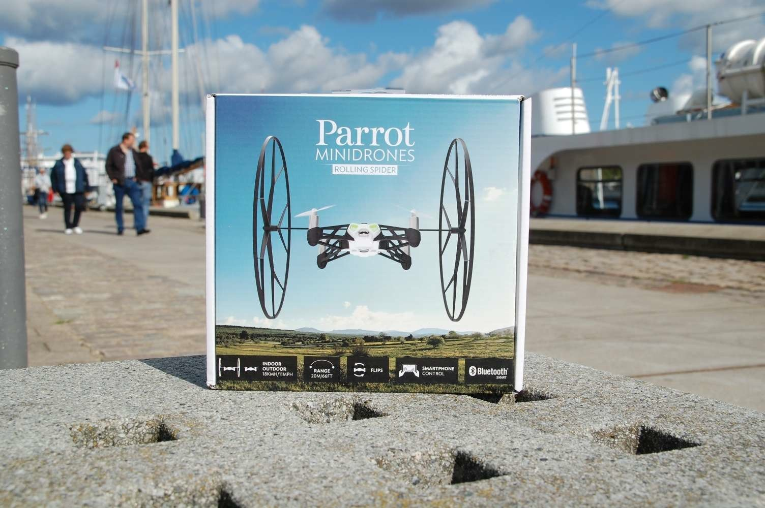 Parrot_Rolling_Spider_01